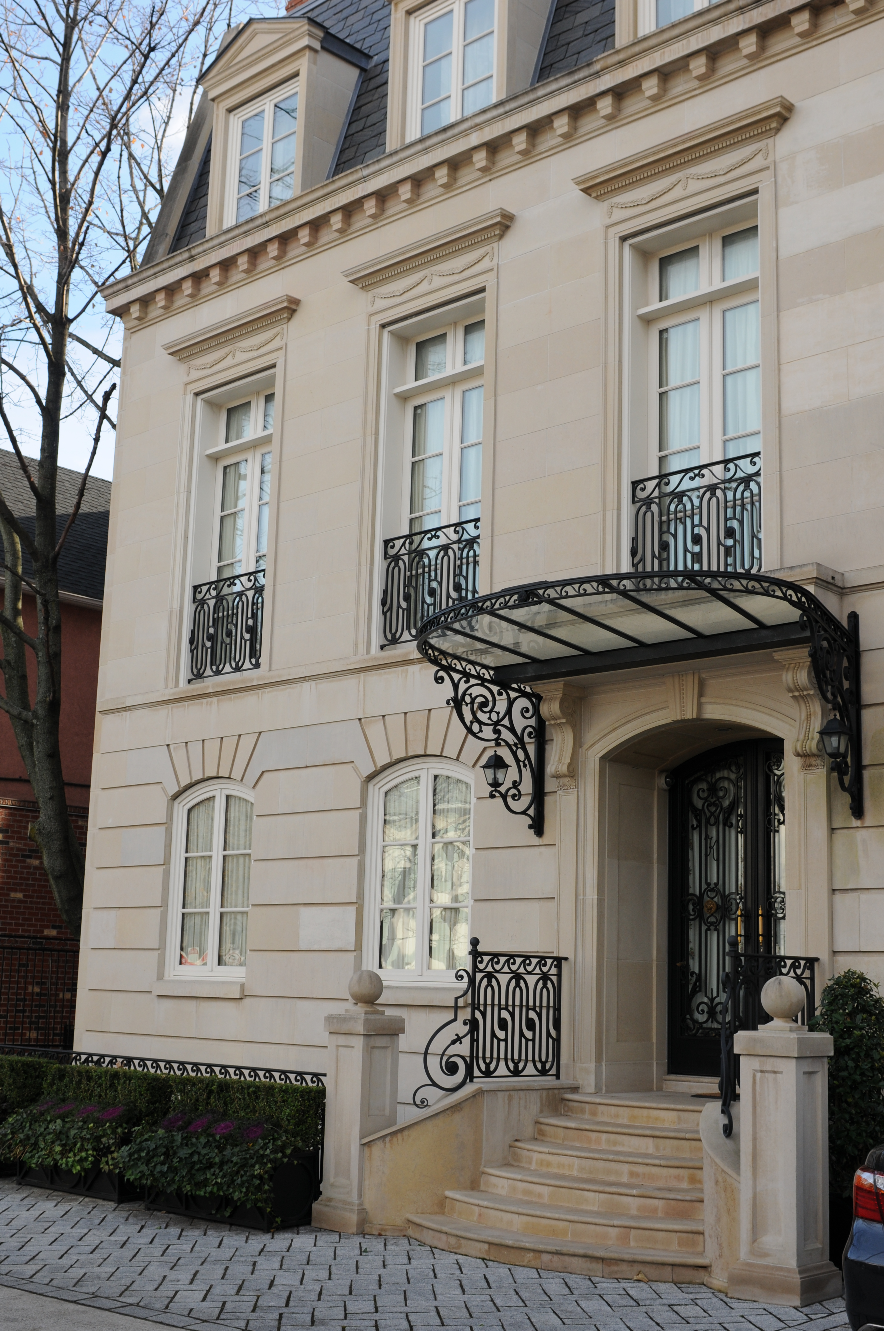 Limestone townhouse in brooklyn ny architectural stone llc for Townhouse exterior